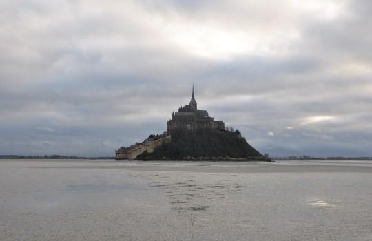 Mont Saint-Michel winter escape: walk at low tide